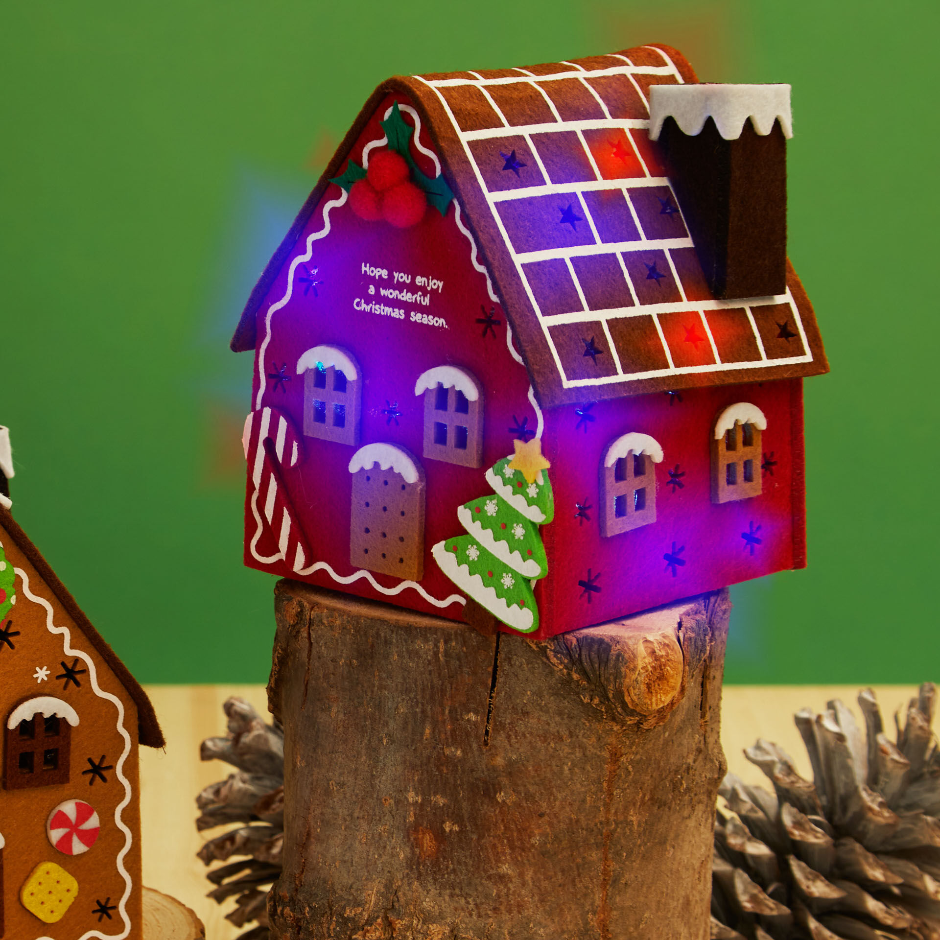 Petite maison de Noël en feutre avec illumination, , large