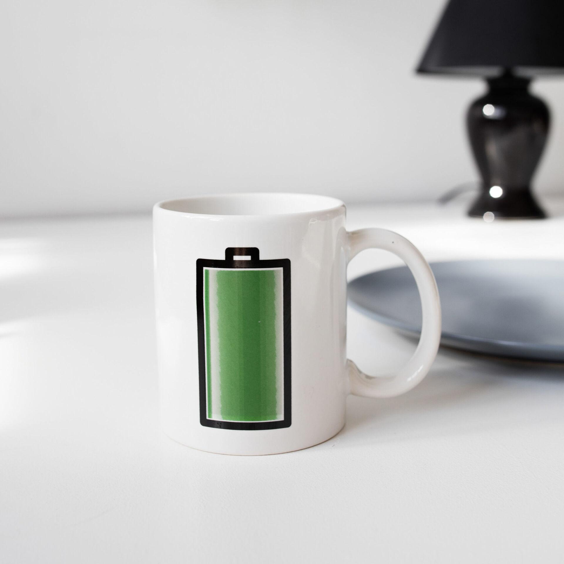 Tasse thermosensible avec couleurs changeantes -  Chargement de la batterie, , large