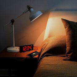 Orologio sveglia con ricarica smartphone, , large
